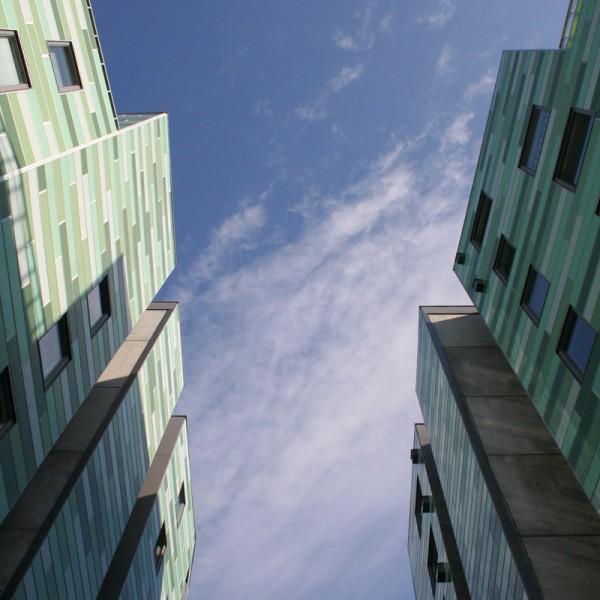 himmelen mellom byggene