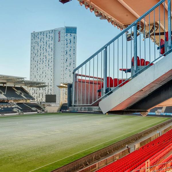 hotellblokka sett fra stadion