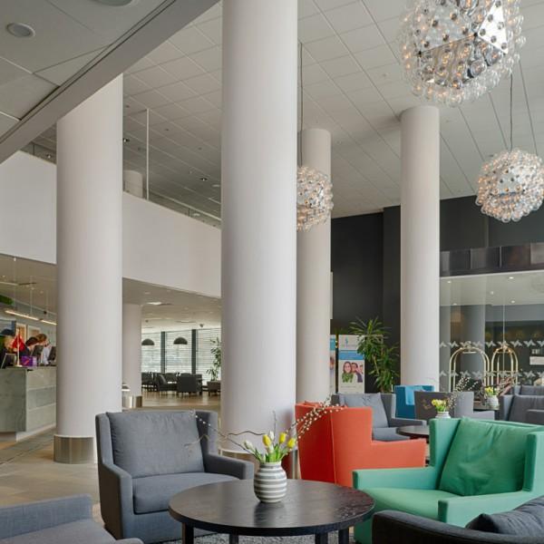 interiør i hotellresepsjon