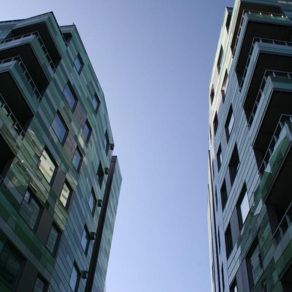 spalten mellom byggene